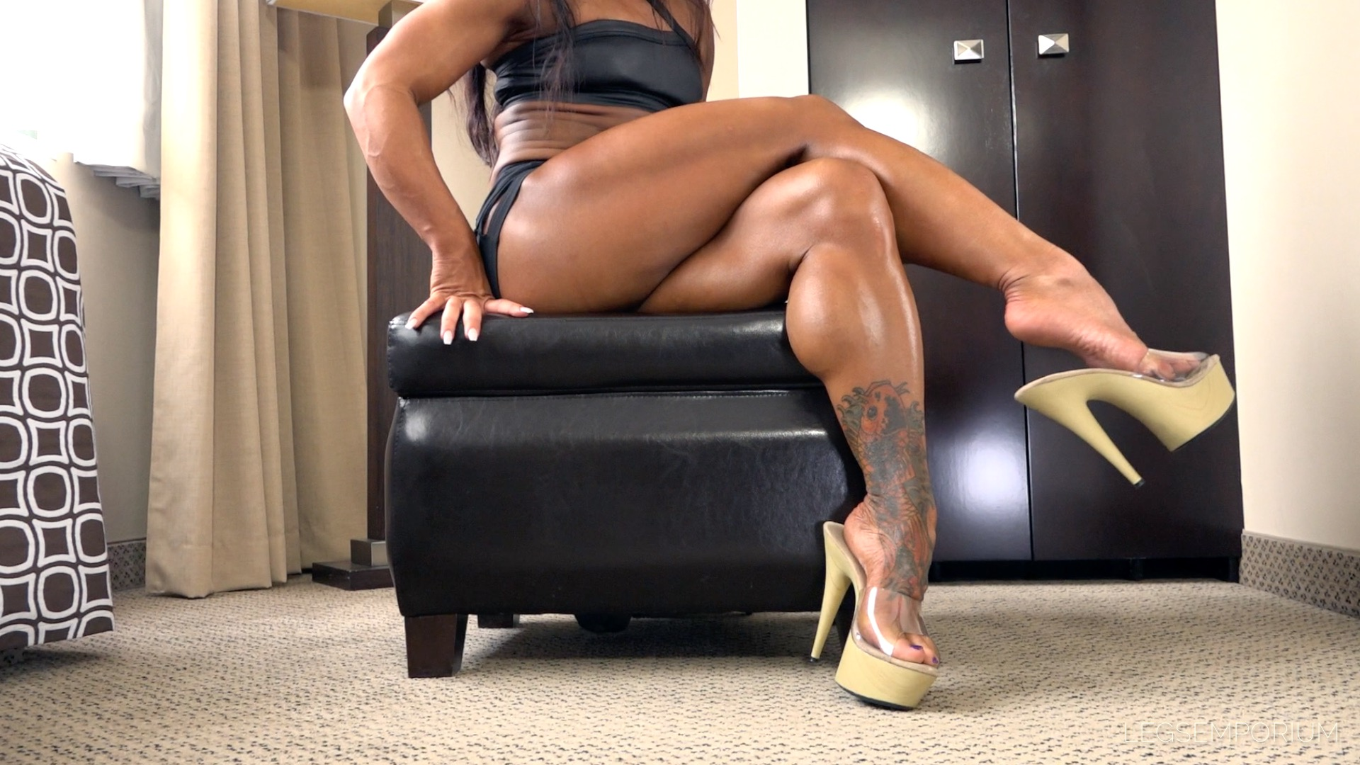 Akane Nigro - Muscular Calves Dangling 1  Legs Emporium-8126