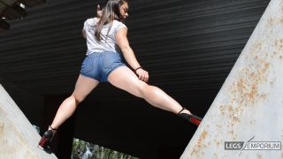 Alina - Flying High in the V with Thick Thighs 2_4
