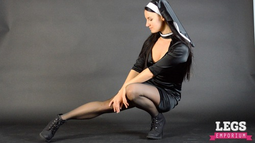 six-legs-nun-downad-vedeo-de-sex-et-porno-de-salma-hayak