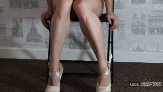 Bobbie Stone - Seated Calves Muscles Play_3