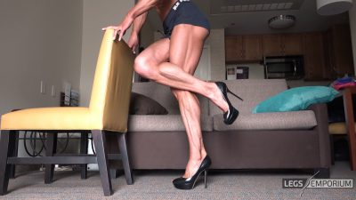Diana Schnaidt - Her Muscular Legs Are Sexy 1_0