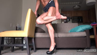 Diana Schnaidt - Her Muscular Legs Are Sexy 1_2