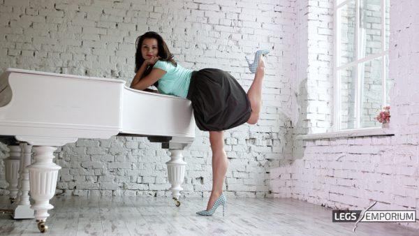 petty single girls Pretty russian women, pretty ukrainian brides pretty single girls catalog we offer: e-mail forwarding, gifts delivery, personal romance tours.