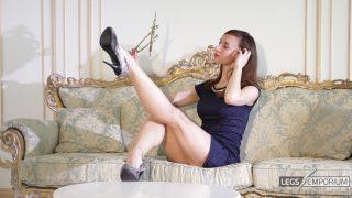 Lina - Elegant Leggy Lusciousness 1_0