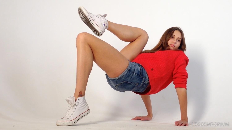 Viktoria - Lovely Legs, Classic Chucks 3 – Legs Emporium