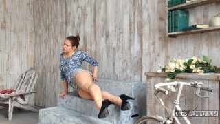 Y-E - Great Legs Movements with Legs Up 1_4
