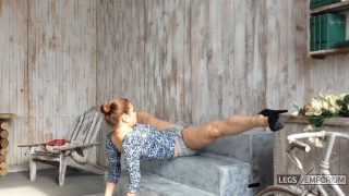 Y-E - Great Legs Movements with Legs Up 2_4