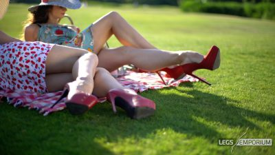 Rebecca & Elena - Beautiful Day for Leggy Picnic 1_3