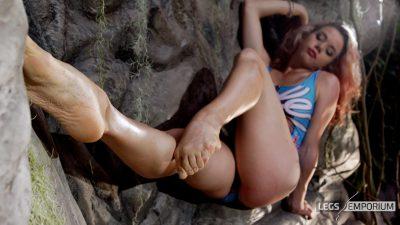 Anastasia - Feet, Sand and Sculpted Calves 4K 2_8