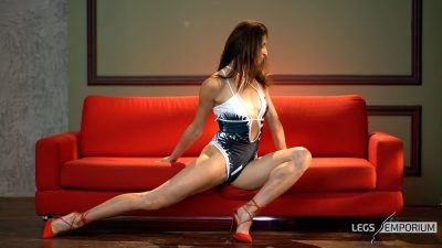 Jennifer - Strong Legs, Hot Woman 1_2