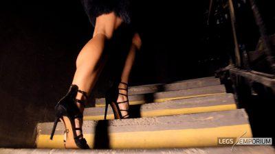 Elena - Legs Walking through Your Mind_5