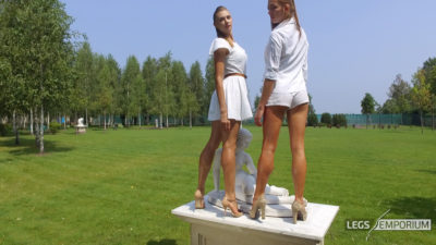 Heather & Liza - Statuesque Long Legs 2K_2