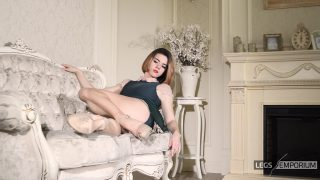Anastasia - Timeless Classic with Sculpted Calves 3_4