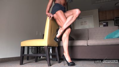 Diana Schnaidt - Her Muscular Legs Are Sexy 3_6