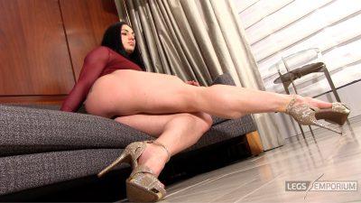 Diana S - Muscular Legs Swing_2