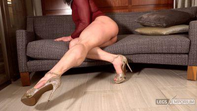 Diana S - Muscular Legs Swing_4