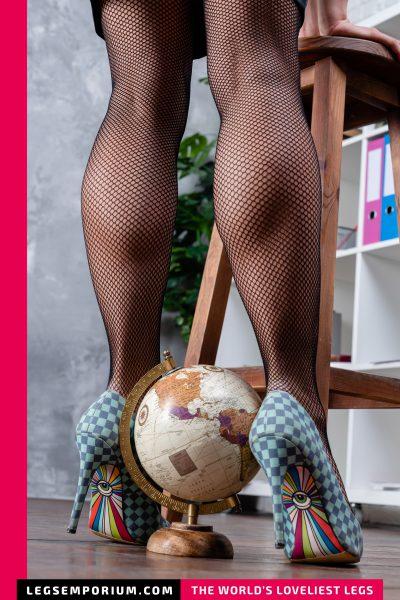Elena - Gooddess of the Legs World b-COVER