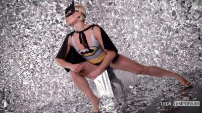 Olga T - Batgirl Leggy Booty 4K_3