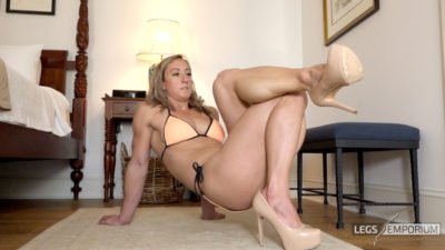Laura - Calf Muscle Smooshes of Goodness_8