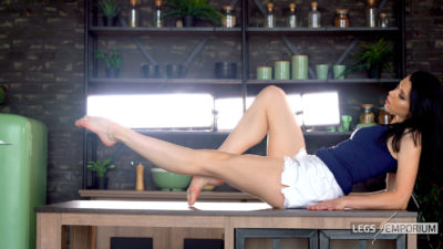 Nastya - Tabletop Barefoot Leg Extensions 1_3