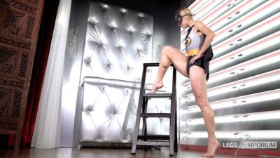 Annie - Batwoman on Steps 4K_7