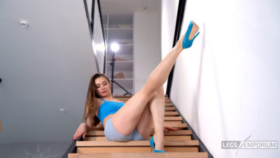 Liza - Sit Down with Long Legs 2_1