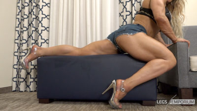 Minna - Lunges and Leg Extensions_4