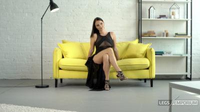 Alisa - Lovin' Worship of the Mistress' Legs 1_5