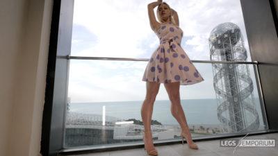 Gloria - Balcony View of Glorious Legs Beauty 2_8