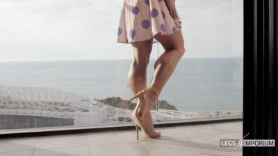 Gloria - Balcony View of Glorious Legs Beauty 3_6