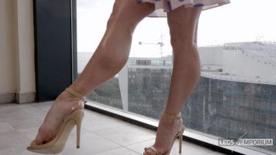 Gloria - Balcony View of Glorious Legs Beauty 4_1